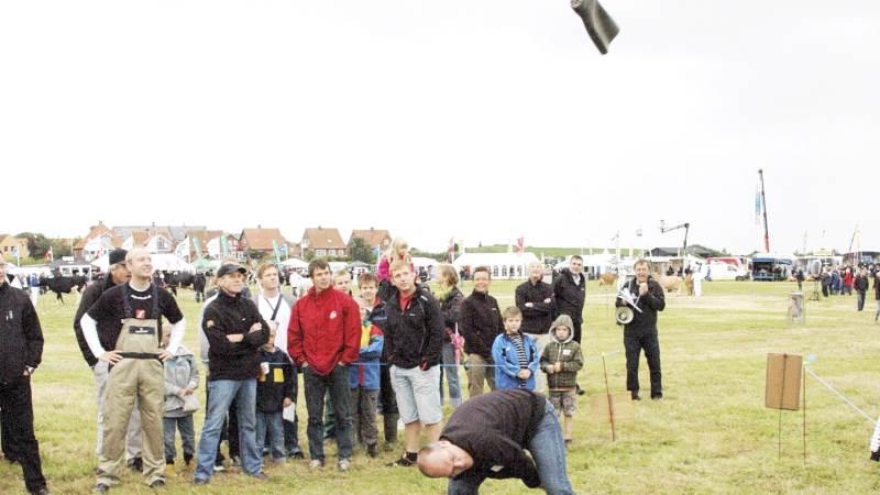 Ribe Dyrskue er vært og arrangør for intet mindre end VM i Gummistøvlekast – en populær sportsgren for både deltagere og tilskuere. Arkivfoto