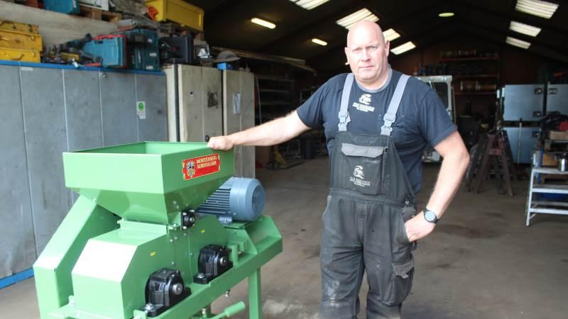 Ole Hansen producerer og sælger Mortensen Kornvalser i sit eget maskinfirma Ole Hansens Smede- og Maskinservice i Føvling nær Holsted. Foto: John Ankersen