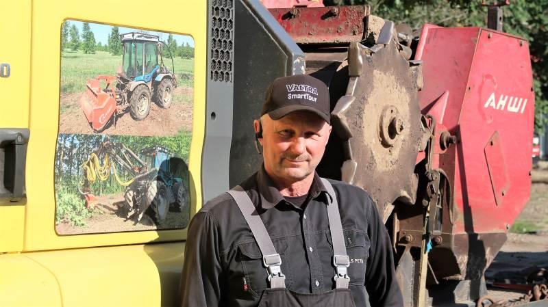 Indehaver af skoventreprenørvirksomheden Frede Andersen A/S, Niels Peter Jensen, har maskiner til stort set en hvilken opgave og har stået landbruget bi i mange år med sine mange maskiner. Foto: Karsten Himmelstrup
