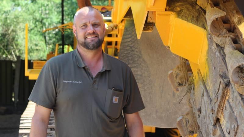Lars Lohse har brugt sommeren på at renovere sin 24 år gamle kædegraver. Fotos: Christian Carus