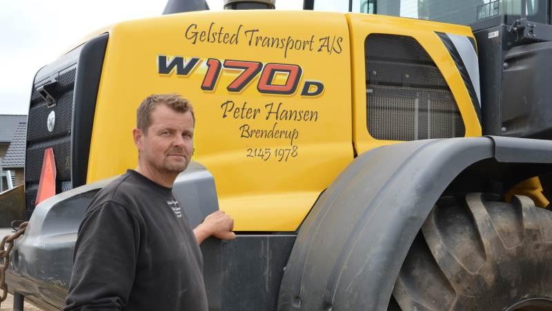 - Det har altid mest været en vognmandsforretning, men entreprenørdelen er blevet til mere og mere, fortæller indehaver af Gelsted Transport, Peter Hansen, der overtog firmaet efter sin far, Arne Hansen, i 2005. Fotos: Camilla Bønløkke
