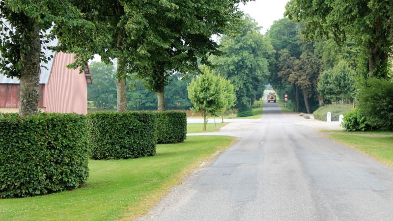 Der er i alt ti medarbejdere på Lystrup og Jomfruens Egede Godser, Fire af dem arbejder i landbruget.