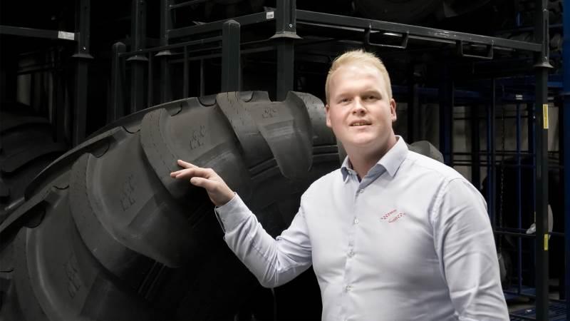 Jakob Scheel Nannberg, salgchef i agro-afdelingen i dækvirksomheden NDI Group, har store forventninger til det nye mejetærskerdæk, Alliance 377 Agriflex+.