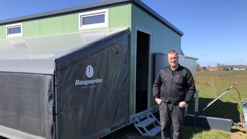 Samlet har Christian og Paul Erik Jacobsen (billedet) investeret over to millioner kroner i de tre mobile hønsehuse, etablering af pakkeri i Vilsbæk og indkøb af emballage påtrykt »Jacobsen Æg«.