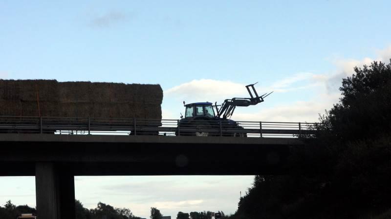 På landbrugskøretøjer kan man frit vælge, hvordan man vil sikre sit gods. Ved vare- og lastbiler gælder der et særligt regelsæt. Arkivfoto