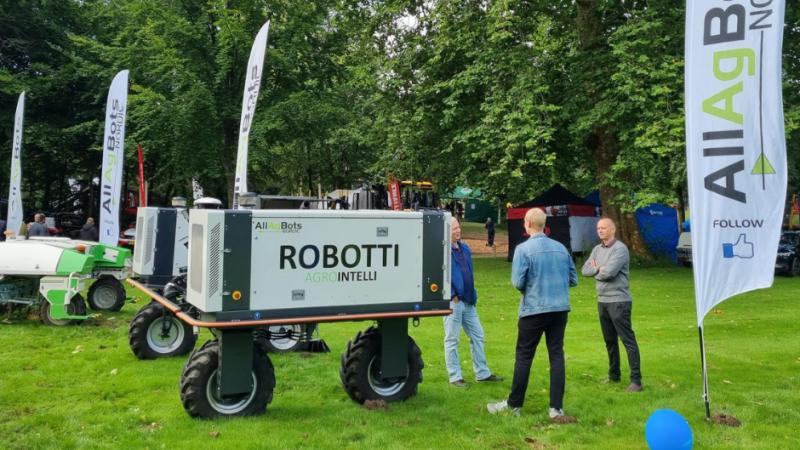 Robotten Robotti fra Agrointelli kan blandt andet hjælpe med at så på landmændenes marker. Foto: Thorsen Teknik.