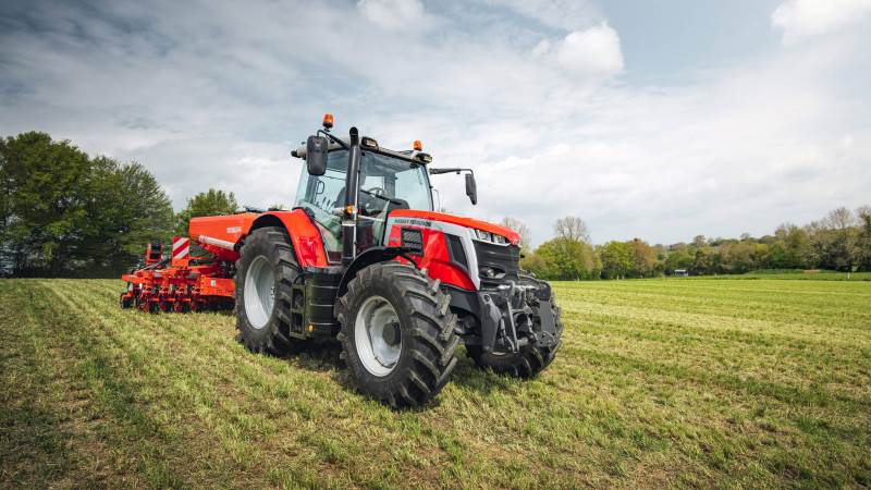 Fem nye MF 6S-traktorer i effektområdet fra 135 til 180 hk.