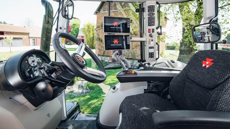 Den nye kabine på MF 6S- og MF 7S-traktorerne er lydsvage med et støjniveau på kun 68 dB og et udsyn på 360 grader samt en række nye features, der hidtil har været forbeholdt MF 8S-serien.