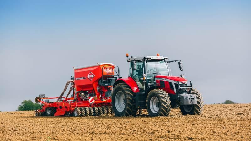 Fredag løftede Massey Ferguson sløret for fire nye MF 7S-traktorer i effektområdet fra 155 til 190 hk, med mulighed via Engine Power Management (EPM) at levere yderligere 30 hk ekstra, så topmodellen i serien kommer op på 220 hk.