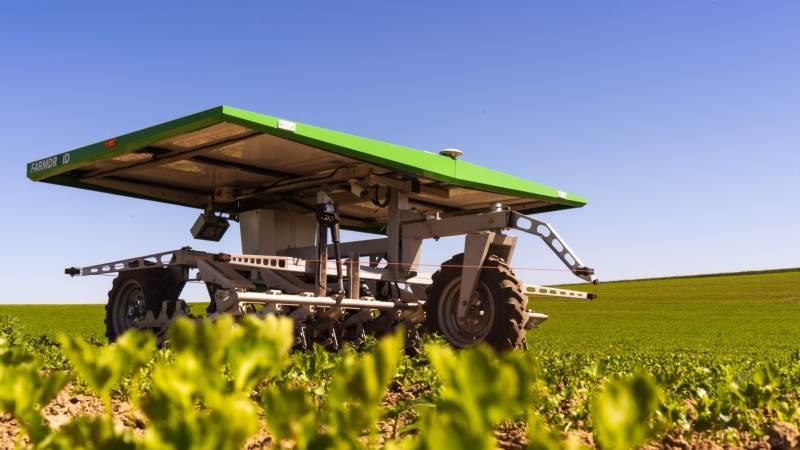 Farmdroid håber på, at krav til færre sprøjtemidler kan være med til at styrke salget af deres robot, der kan luge mellem planterne i marken.