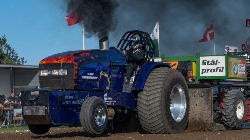 Blandt deltagerne ved lørdagens traktortræk i Særslev er den nykårede danske mester, Emil Ringberg fra Ejby med sin New Holland 8560 med navnet