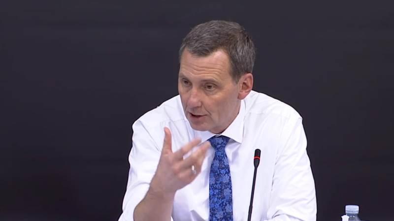 Justitsminister Nick Hækkerup (S) nægtede under et samråd at have kendskab til, at der ikke var lovhjemmel til at udtrykke sig som i det actioncard, politiet brugte i november måned sidste år, når de ringede til minkavlere.