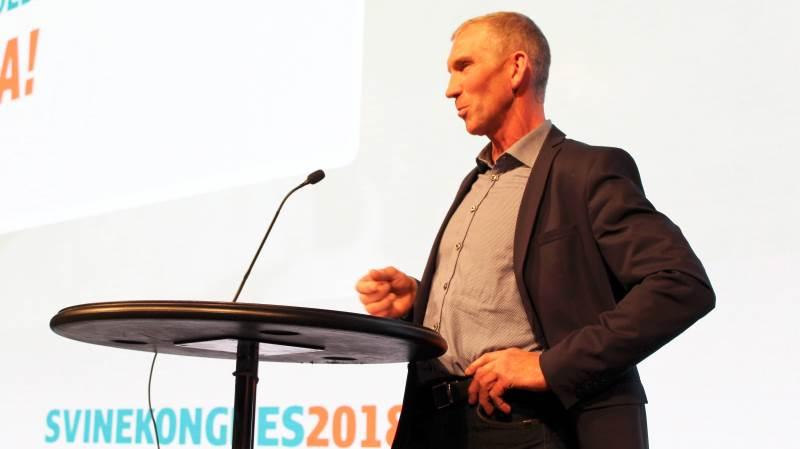 - Jeres nye strategiplan duer ikke, lød det fra den midtsjællandske svineproducent Peter Kjær Knudsen under debatten. Der var 2.216 deltagere til årsmødet, der fandt sted i Herning Kongrescenter i går.