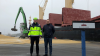 Overgaard udskiber blandt andet korn fra Nakskov Havn. Kornhandler Rasmus Tanciula fra Overgaard ses her til højre sammen med skibsmægler Philip Volsing fra skibsmæglerfirmaet Krinak A/S.