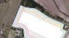 Forslag til kørsel for at tømme høstmarken for vildt ud i bevoksningen øverst. Først startes ud mod vejen (grønt spor). Dernæst laves en korridor (røde spor), så høst midt i (grå spor til orange) og sluttende med kanterne (blå spor), da vildtet ofte opholder sig i markkanterne. Kilde: Landbrugsstyrelsen