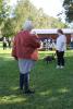 Kristina Saskow fra Roskilde får bedømt hendes staffordshire bull terrier, Davey, som her træder af på naturens vegne. Foto: Jesper Hallgren